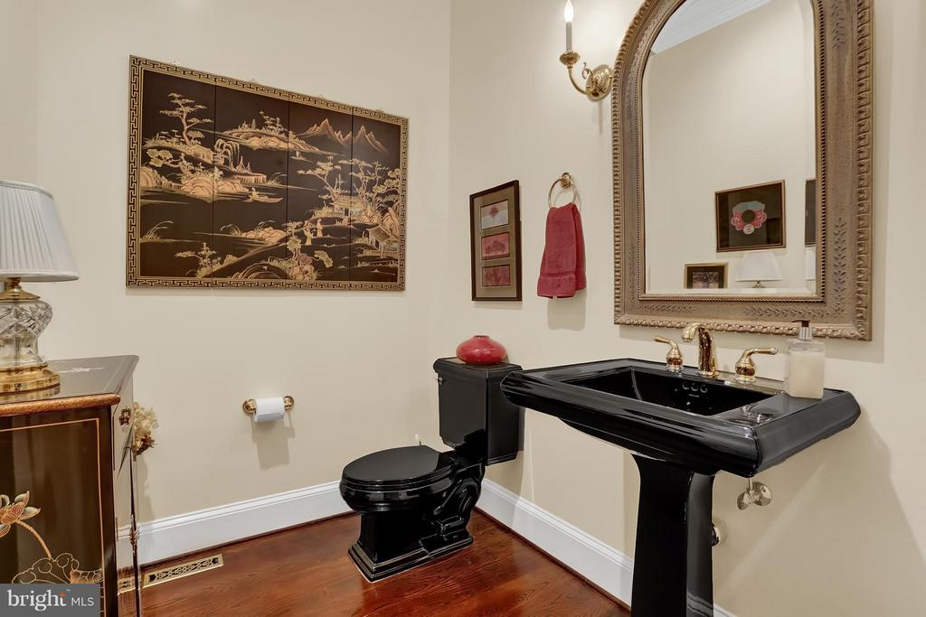 Powder Room - 22915 COBB HOUSE RD, MIDDLEBURG