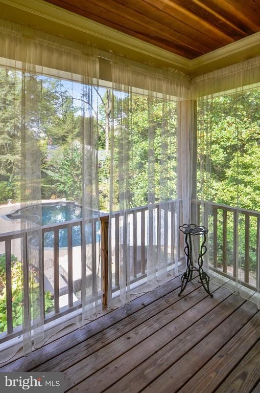 mail level bedroom balcony overlooking pool - 4015 N RANDOLPH ST, ARLINGTON