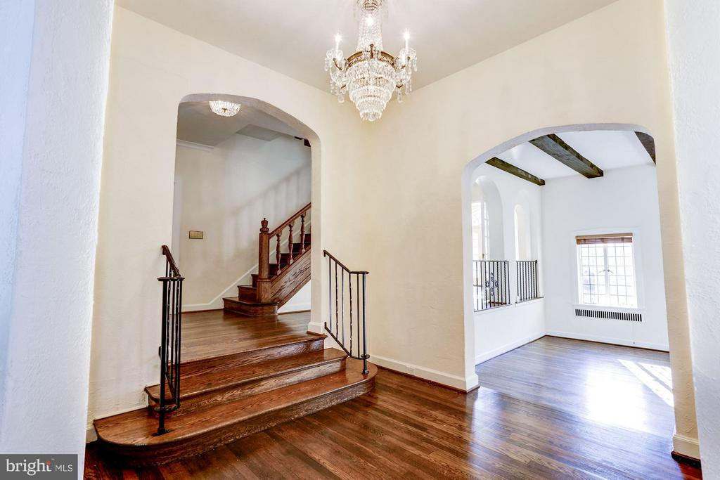 Entry foyer with crystal chandelier - 2701 32ND ST NW, WASHINGTON