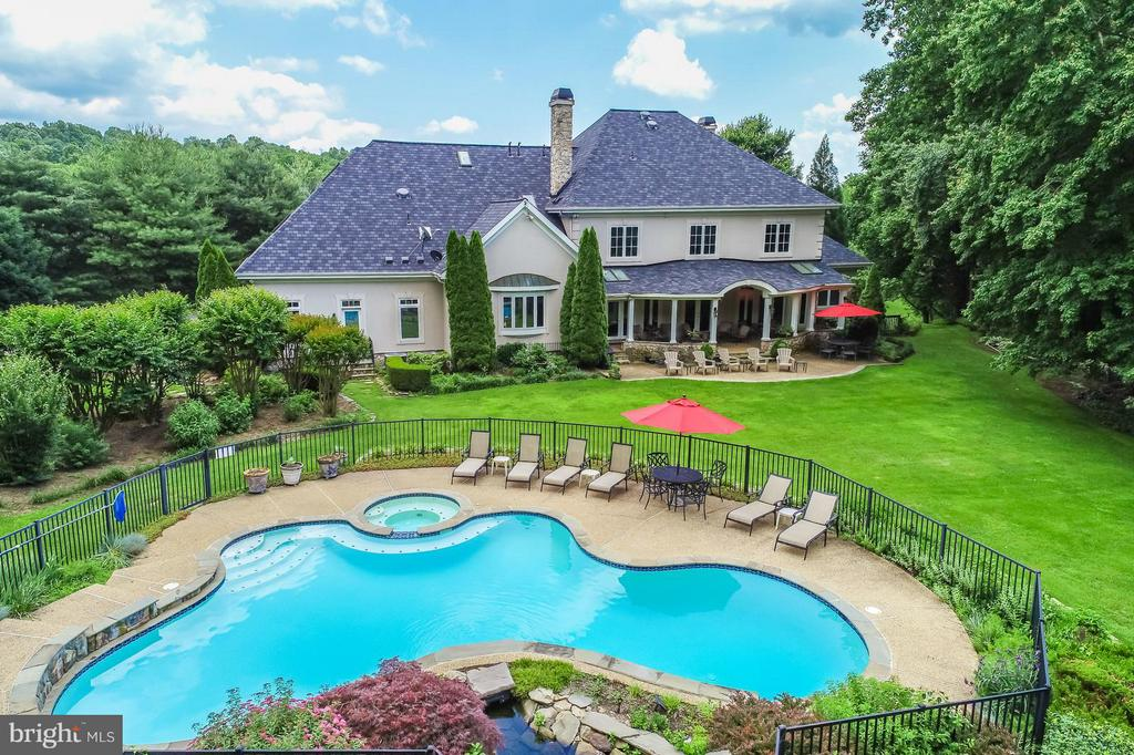 Spacious Backyard Freeform Pool - 22915 COBB HOUSE RD, MIDDLEBURG