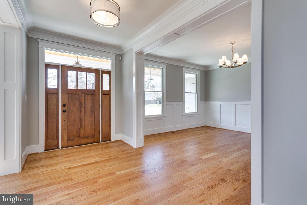 Bright open floor plan with hardwood throughout - 908 HILLCREST DR SW, VIENNA