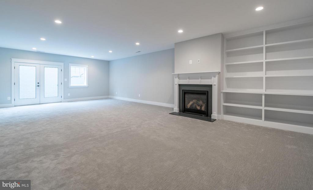 Huge basement with Rec, Gaming, and Exercise room - 908 HILLCREST DR SW, VIENNA
