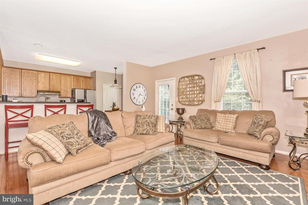 Large Family Room - Opens to Kitchen - 9546 KINGSTON PL, FREDERICK