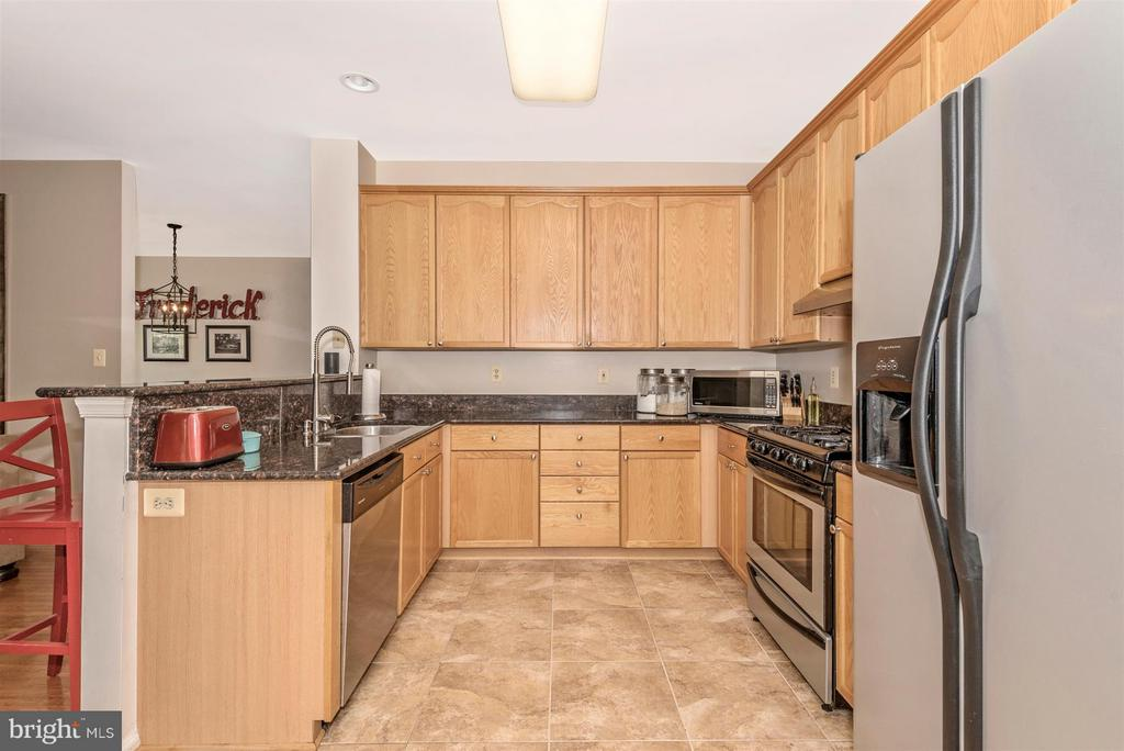 Tons of Cabinet Space - 9546 KINGSTON PL, FREDERICK