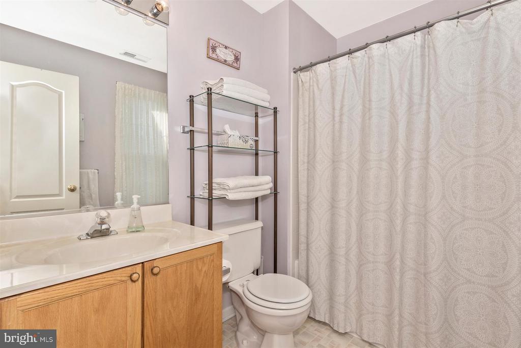 Full Hall Bath - 9546 KINGSTON PL, FREDERICK