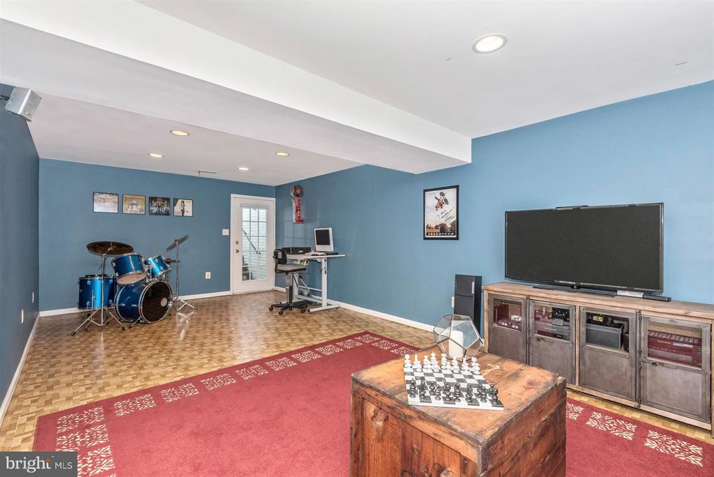 Finished Lower Level Rec Room - Walkout to Yard - 9546 KINGSTON PL, FREDERICK