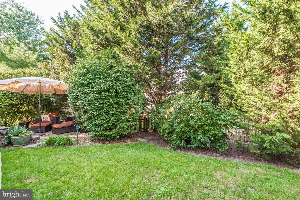 Mature Landscaping Provides Great Privacy - 9546 KINGSTON PL, FREDERICK