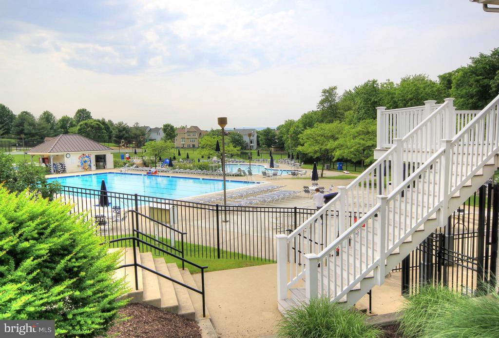 Community Pools - 9546 KINGSTON PL, FREDERICK