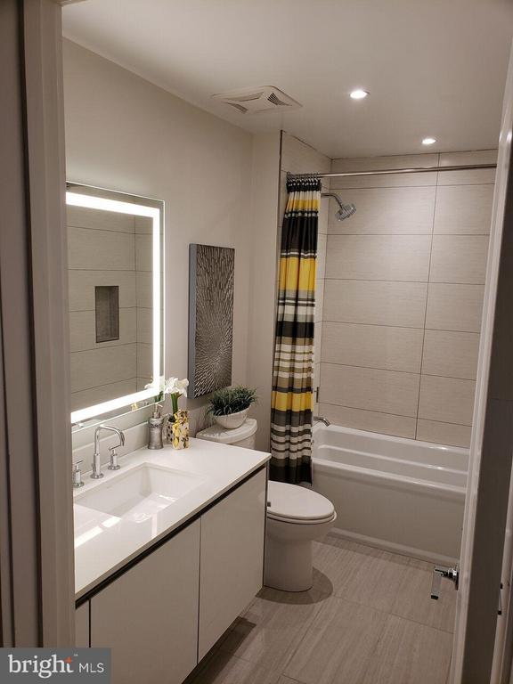 Bath - 1745 N ST NW #411, WASHINGTON