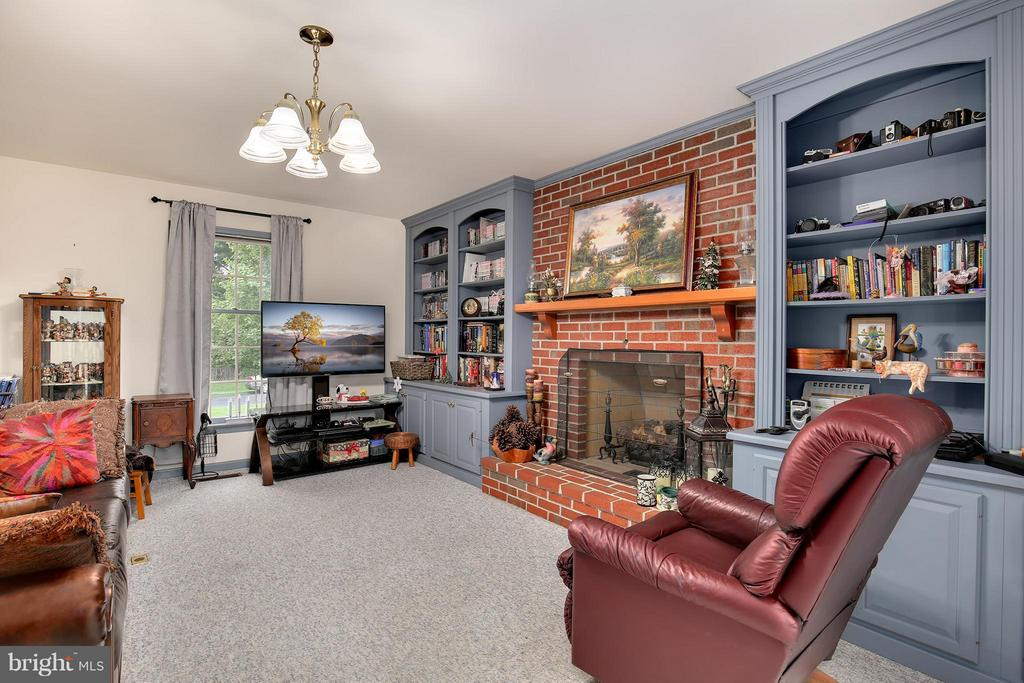 Living Room - 8112 CLAIBORNE CT, FREDERICK