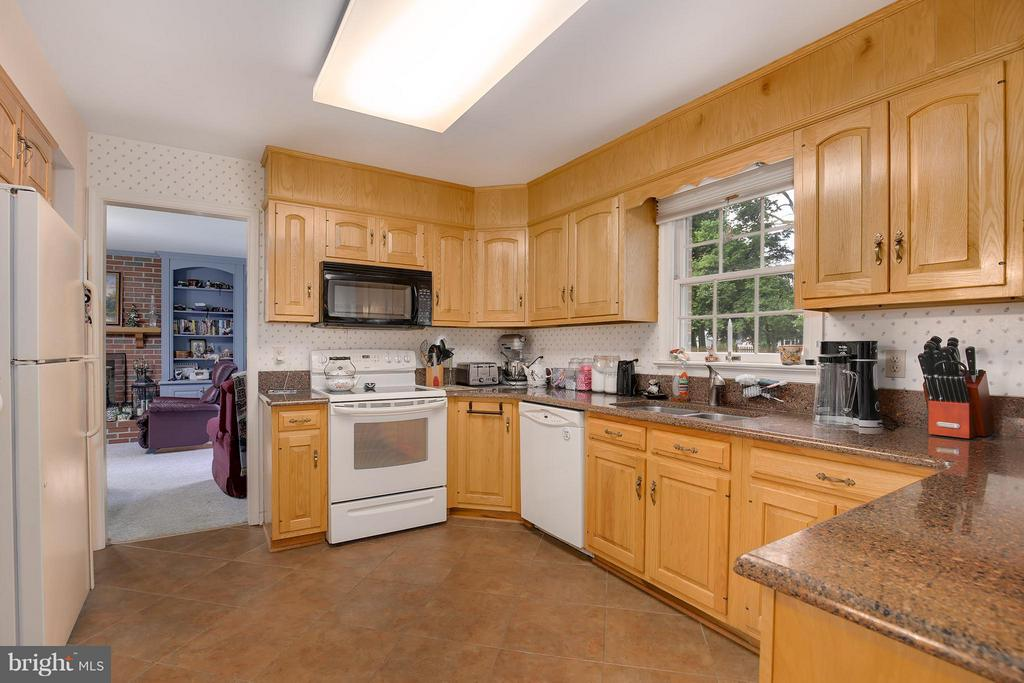 Kitchen - 8112 CLAIBORNE CT, FREDERICK
