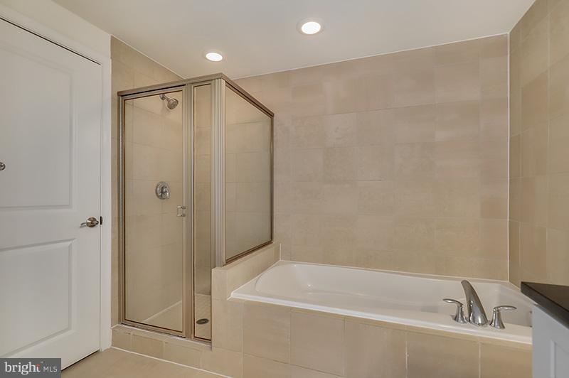 Bath (Master) - 11990 MARKET ST #505, RESTON