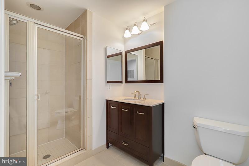 Bath - 11990 MARKET ST #505, RESTON