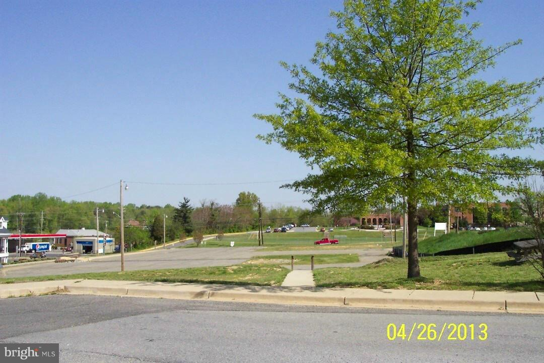 Additional photo for property listing at Charles St  La Plata, Maryland 20646 United States