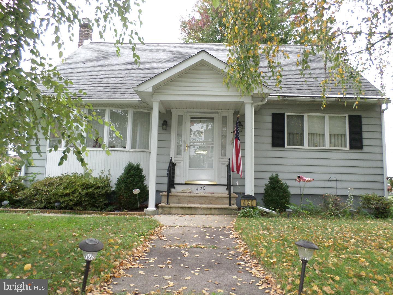 独户住宅 为 销售 在 420 EISENBROWN Street 雷丁, 宾夕法尼亚州 19605 美国