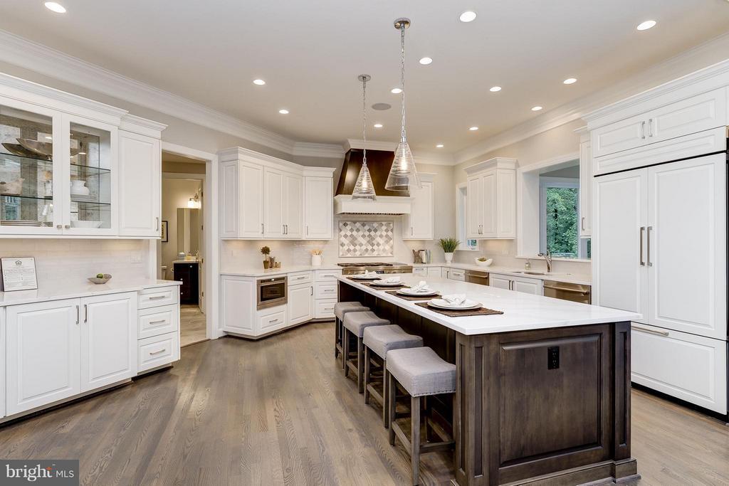 Model Home  Photo   Expansive  Designer Kitchen - 10710 HARLEY RD, LORTON