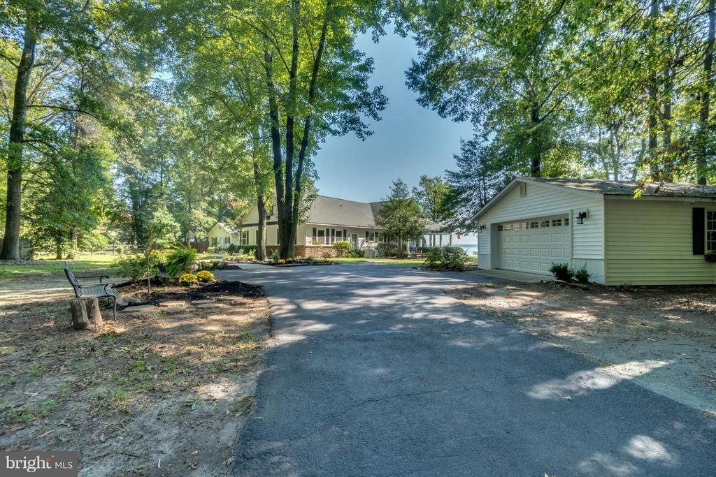 Paved driveway, detached garage! - 134 WALLER POINT DR, STAFFORD