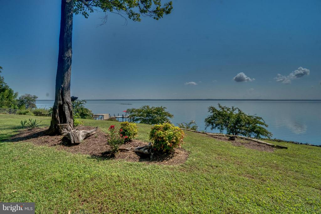 Views of the Potomac! - 134 WALLER POINT DR, STAFFORD