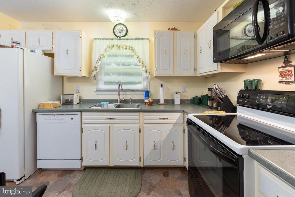 Flat Surface Cooking - 317 BURMAN LN, FREDERICKSBURG