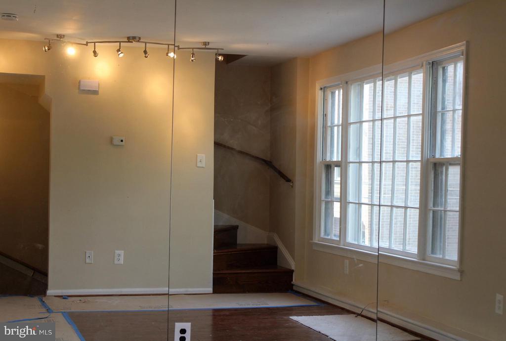 Living Room - 1908 CURTIS CT SE, WASHINGTON