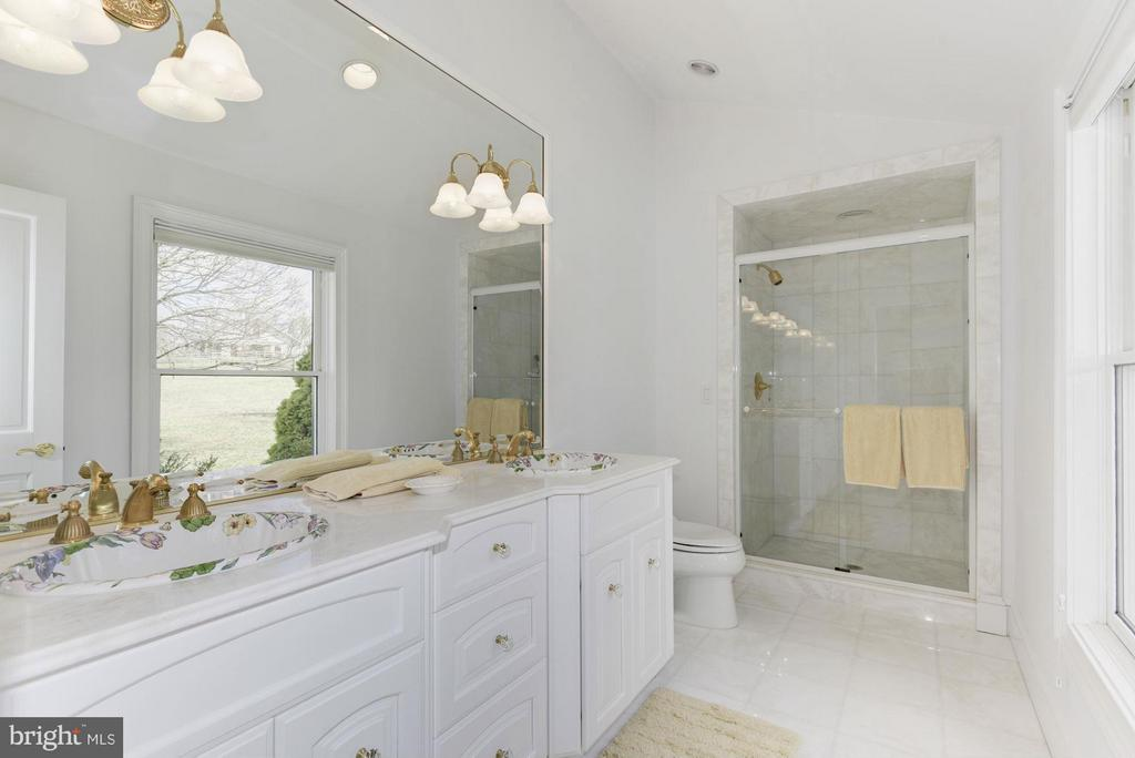 Bath - 35679 MILLVILLE RD, MIDDLEBURG