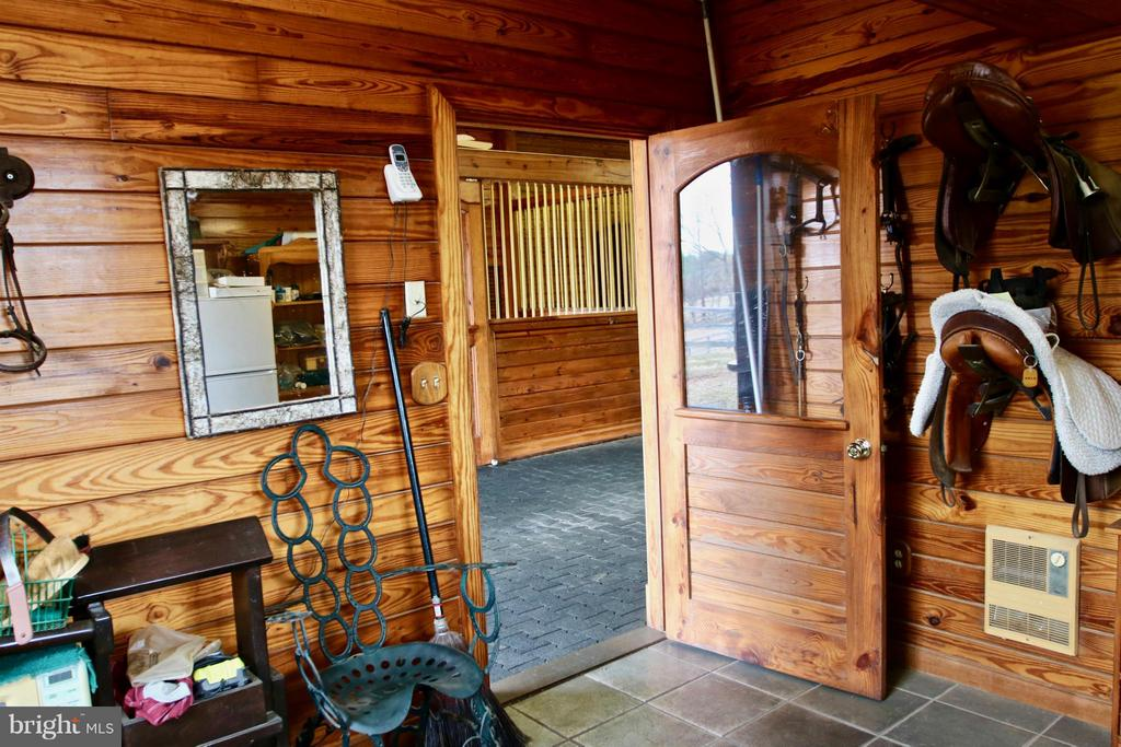 Tack Room with Bath - 35679 MILLVILLE RD, MIDDLEBURG