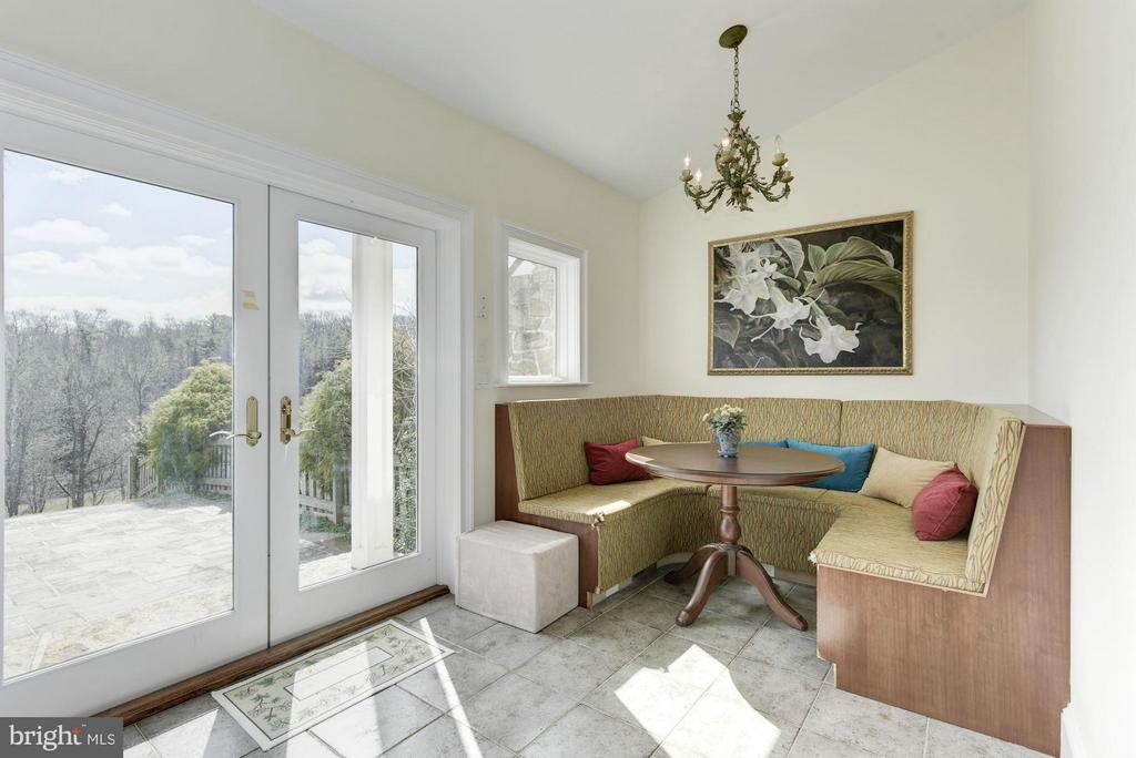 Built in Banquette - 35679 MILLVILLE RD, MIDDLEBURG