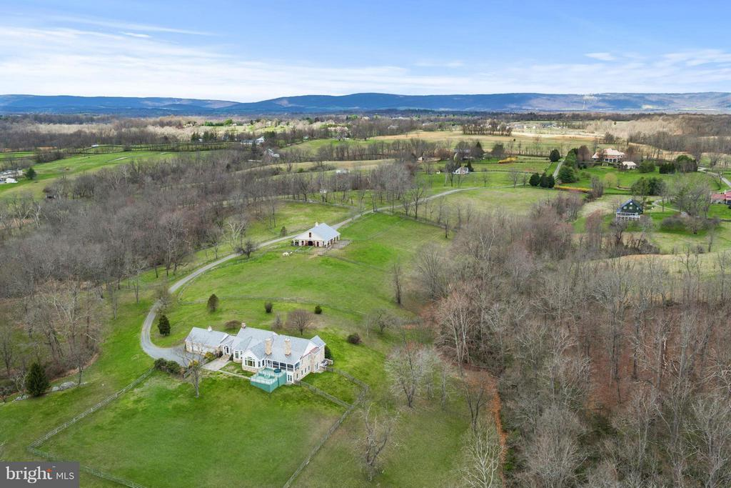 In Middlbeurg Hunt Country - 35679 MILLVILLE RD, MIDDLEBURG