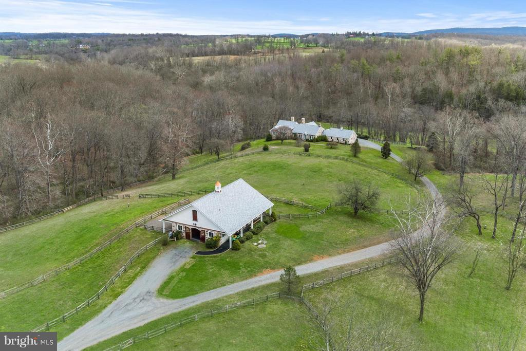 Equestrian compound Minutes to Middleburg - 35679 MILLVILLE RD, MIDDLEBURG