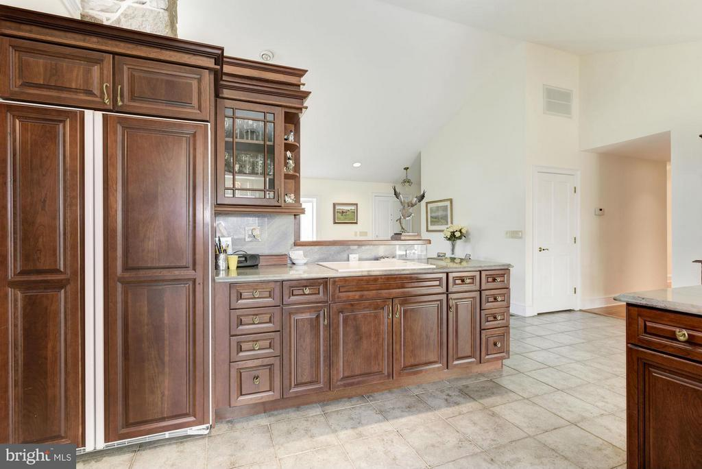 Beautiful Cherry Cabinets - 35679 MILLVILLE RD, MIDDLEBURG