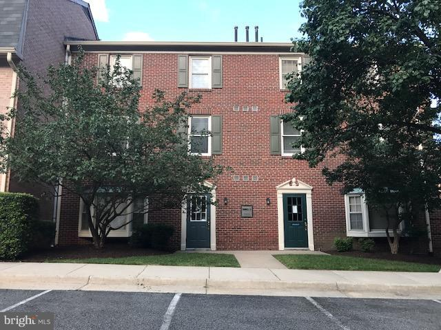 Photo of home for sale at 5537 Hempstead Way, Springfield VA