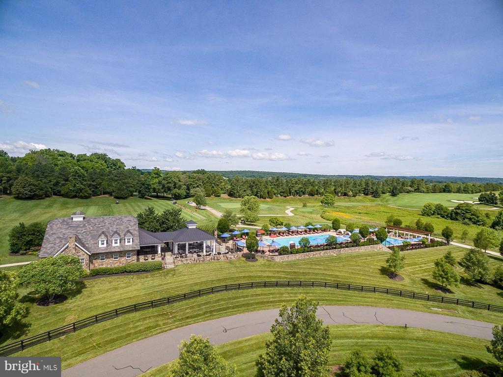 Pools & Poolhouse - 40170 MONROE VALLEY PL, ALDIE