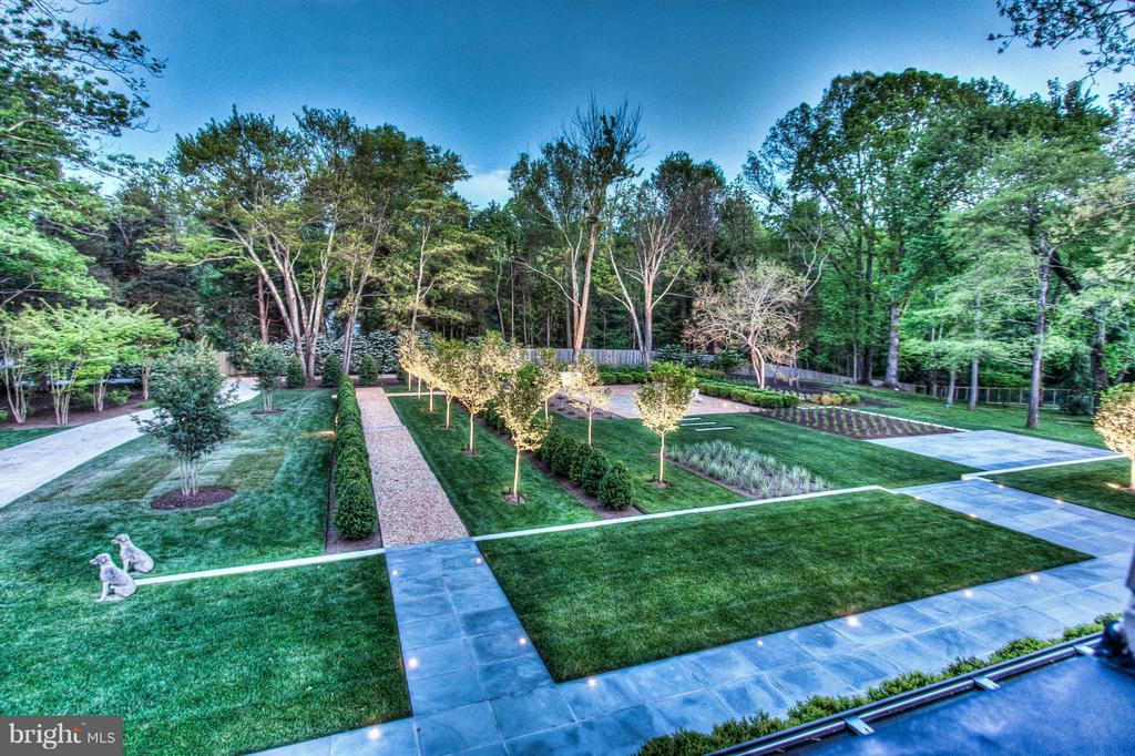 Front Gardens - 3022 FOX MILL RD, OAKTON