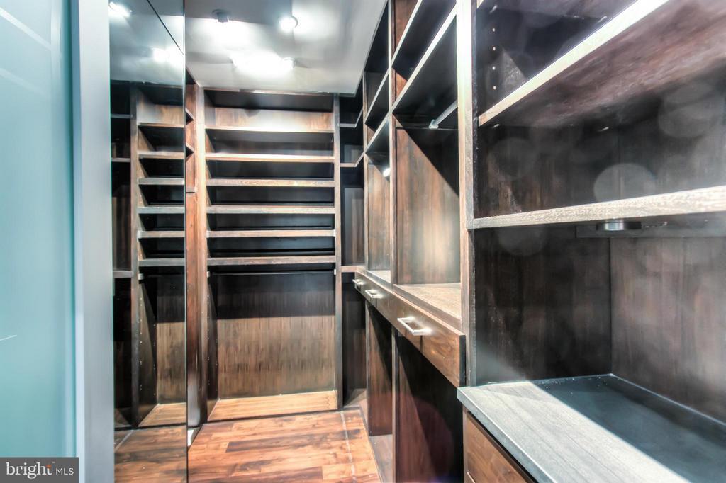 Master Closet - 3022 FOX MILL RD, OAKTON