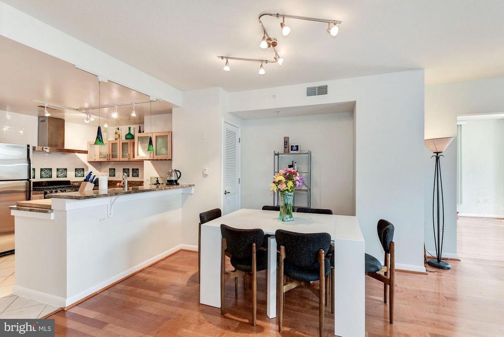 Dining Room - 1021 GARFIELD ST #711, ARLINGTON