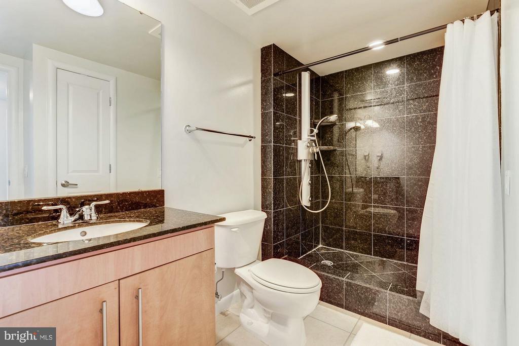 Bath - 1021 GARFIELD ST #711, ARLINGTON