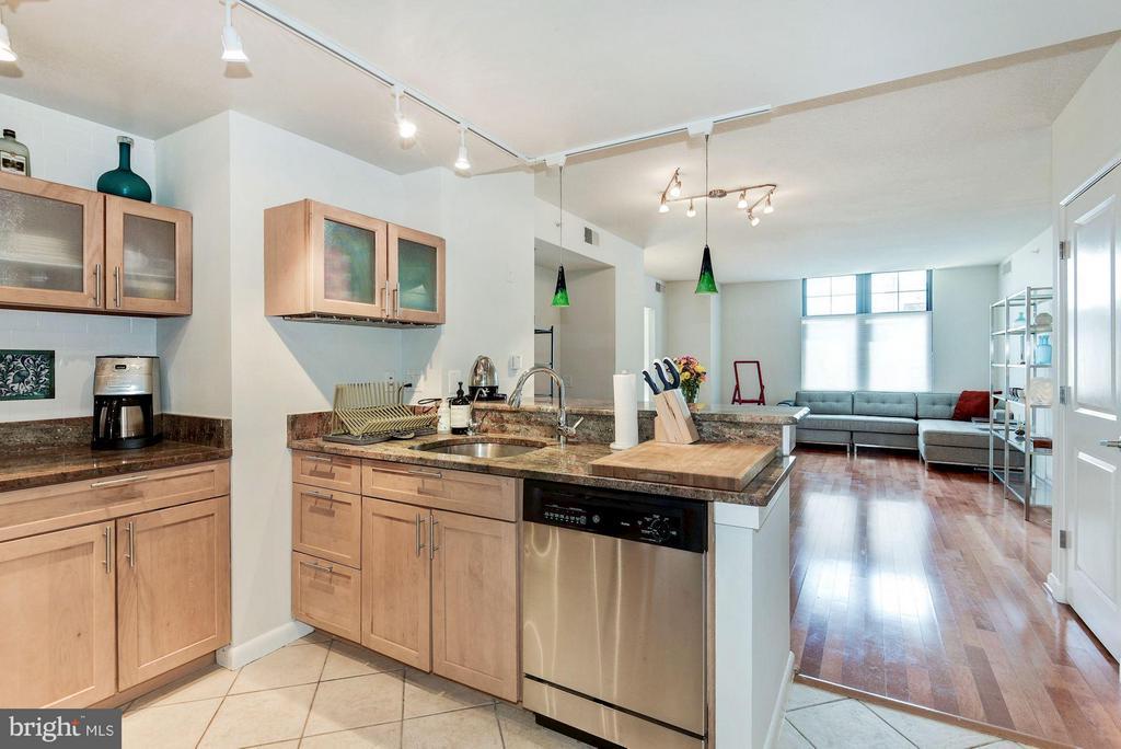 Kitchen - 1021 GARFIELD ST #711, ARLINGTON