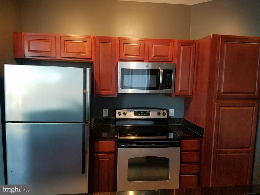 Kitchen - 6506 AMERICA BLVD #703, HYATTSVILLE