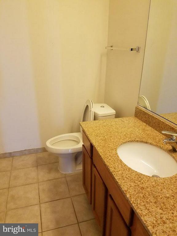 Bath - 6506 AMERICA BLVD #703, HYATTSVILLE