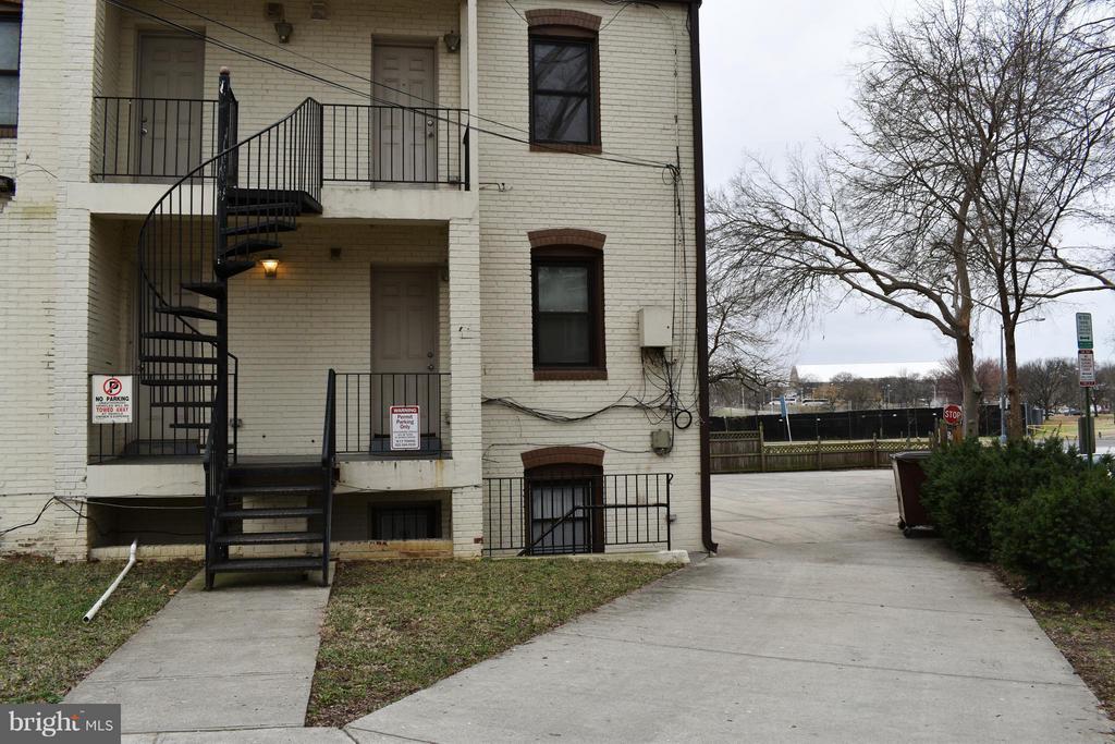 Exterior (Rear) - 300 OKLAHOMA AVE NE #101, WASHINGTON