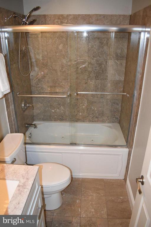 Bath - 300 OKLAHOMA AVE NE #101, WASHINGTON