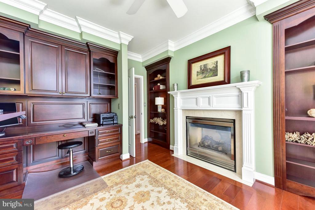 Bedroom/home office w/double sided fireplace - 1115 CAMERON ST #405, ALEXANDRIA