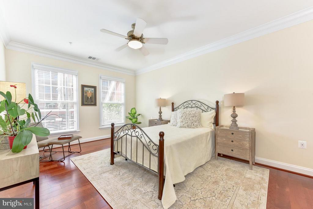 2nd master bedroom w/bath - 1115 CAMERON ST #405, ALEXANDRIA