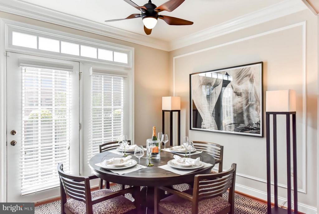 Lots of space to enjoy home cooked meals - 1115 CAMERON ST #405, ALEXANDRIA