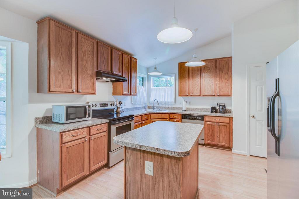 Kitchen - 16 JASON CT, STAFFORD