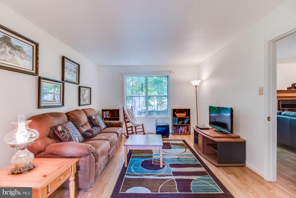 Bonus room off living room and family room. - 16 JASON CT, STAFFORD