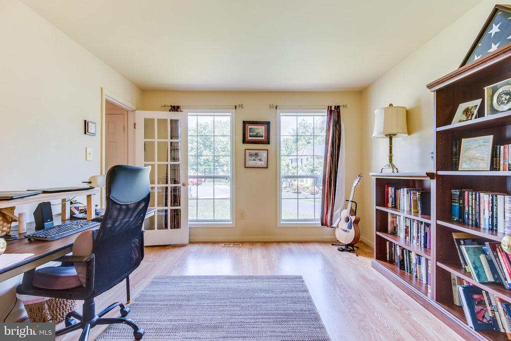 Living Room - 16 JASON CT, STAFFORD