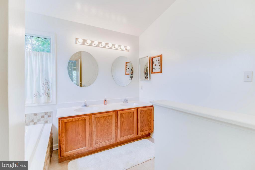 Master Bath with double vanity - 16 JASON CT, STAFFORD