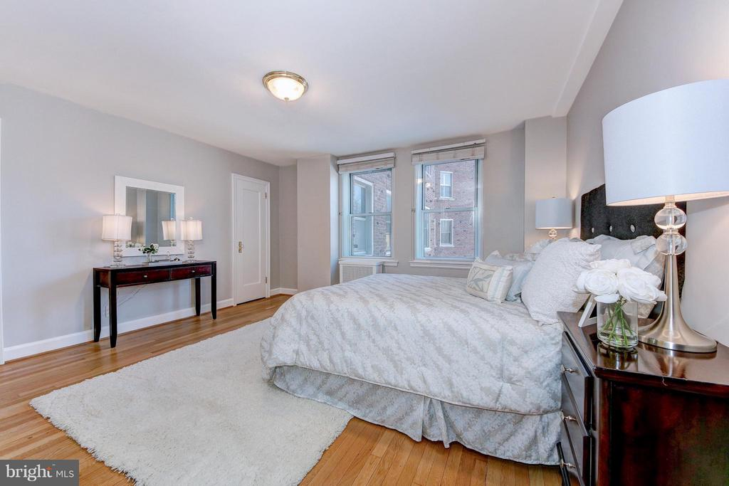Master Bedroom with Double Windows - 3601 CONNECTICUT AVE NW #312, WASHINGTON