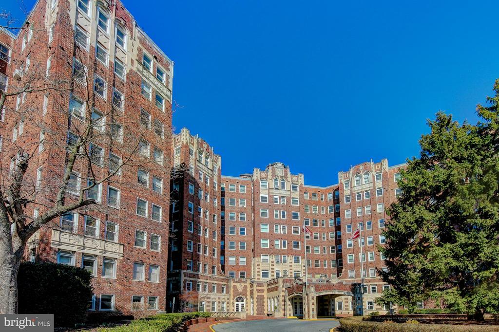 Located on Five Acre Lot in Cleveland Park - 3601 CONNECTICUT AVE NW #312, WASHINGTON